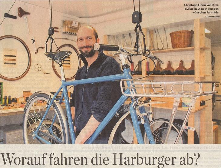 Titelbild aus dem Hamburger Abendblatt. Zu sehen ist Christoph Florin in der Fahrradwerkstatt der KreativRad Fahrradmanufaktur.