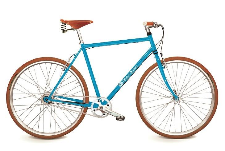 Retrobike in blau aus der Fahrradmanufaktur KreativRad braune Reifen, brauner Ledersattel und braune Ledergriffe