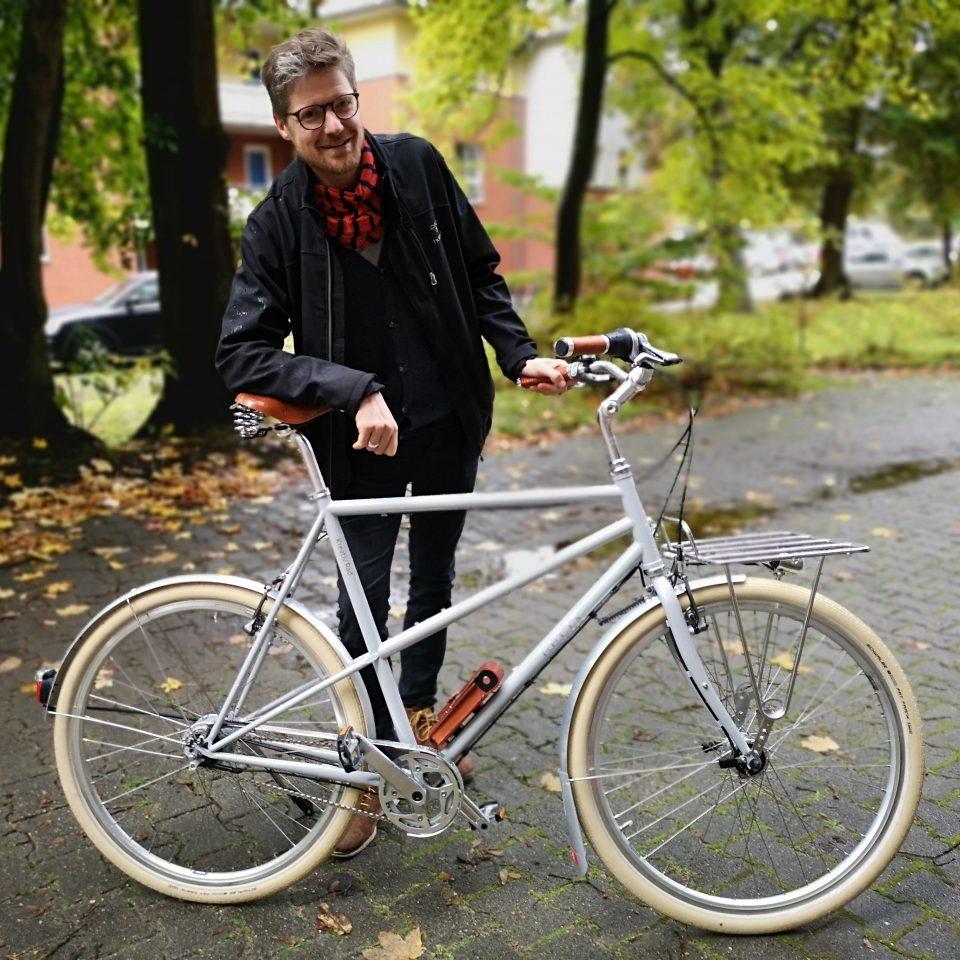 Fahrradrahmen in Übergröße in grau. XXL-Fahrrad für große Menschen.