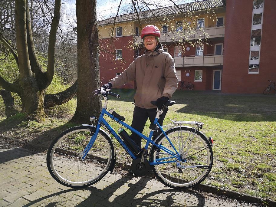 E-Bike mit eDrive von Pendix in Himmelblau. Der Rahmen ist ein Fahrrad Stahlrahmen, ausgestattet mit SHIMANO Alfine 11-Gang, Busch + Müller Lichtanlage IQ Cyo und Schwalbe Marathon Plus Bereifung in schwarz.