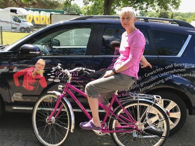evitana Dienstfahrrad von Kreativrad mit firmenlogo am fahrradrahmen.